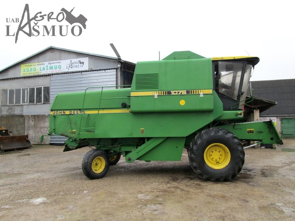 Combine harvester 'John Deere 1075' - Agrolašmuo