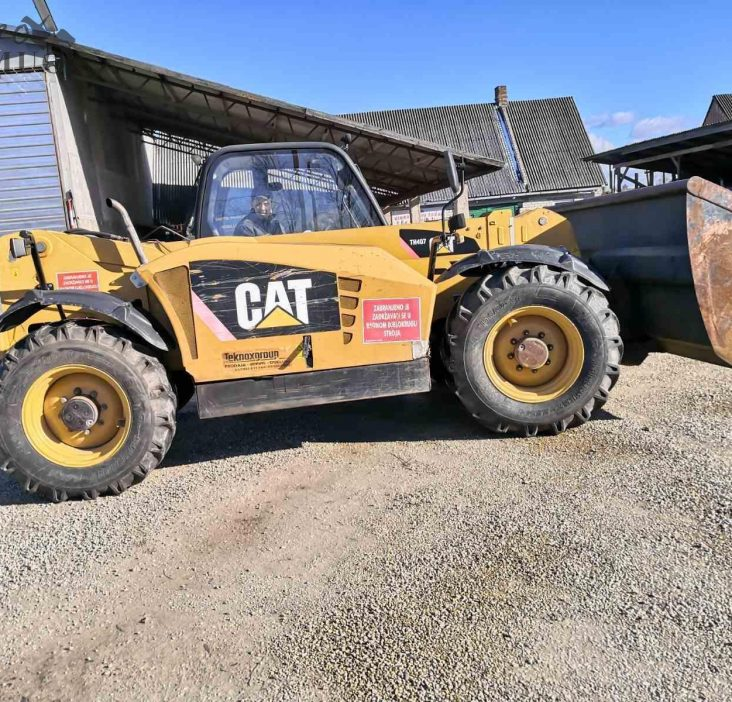Teleskopinis krautuvas CAT caterpillar th407